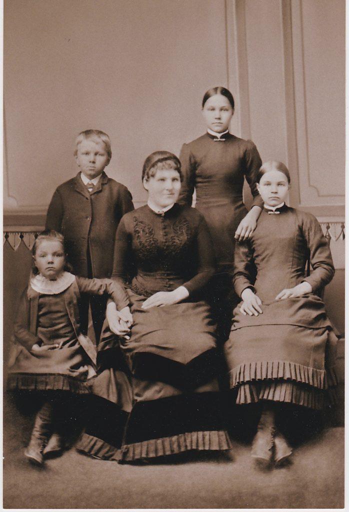 Siblings of Amy Johnson Lindgren